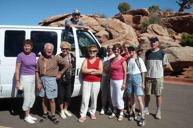 Skupina u svého auta, závěrečné focení